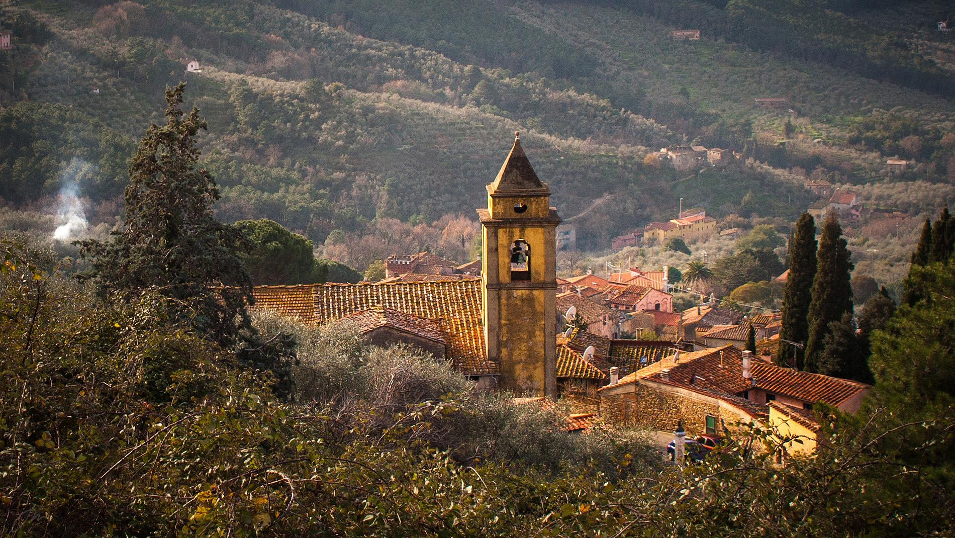 Bølgende landskap, vakre byer, vin- og olivendyrking og et behagelig klima er noe av det som lokker oss til Toscana.   Fotogalleri