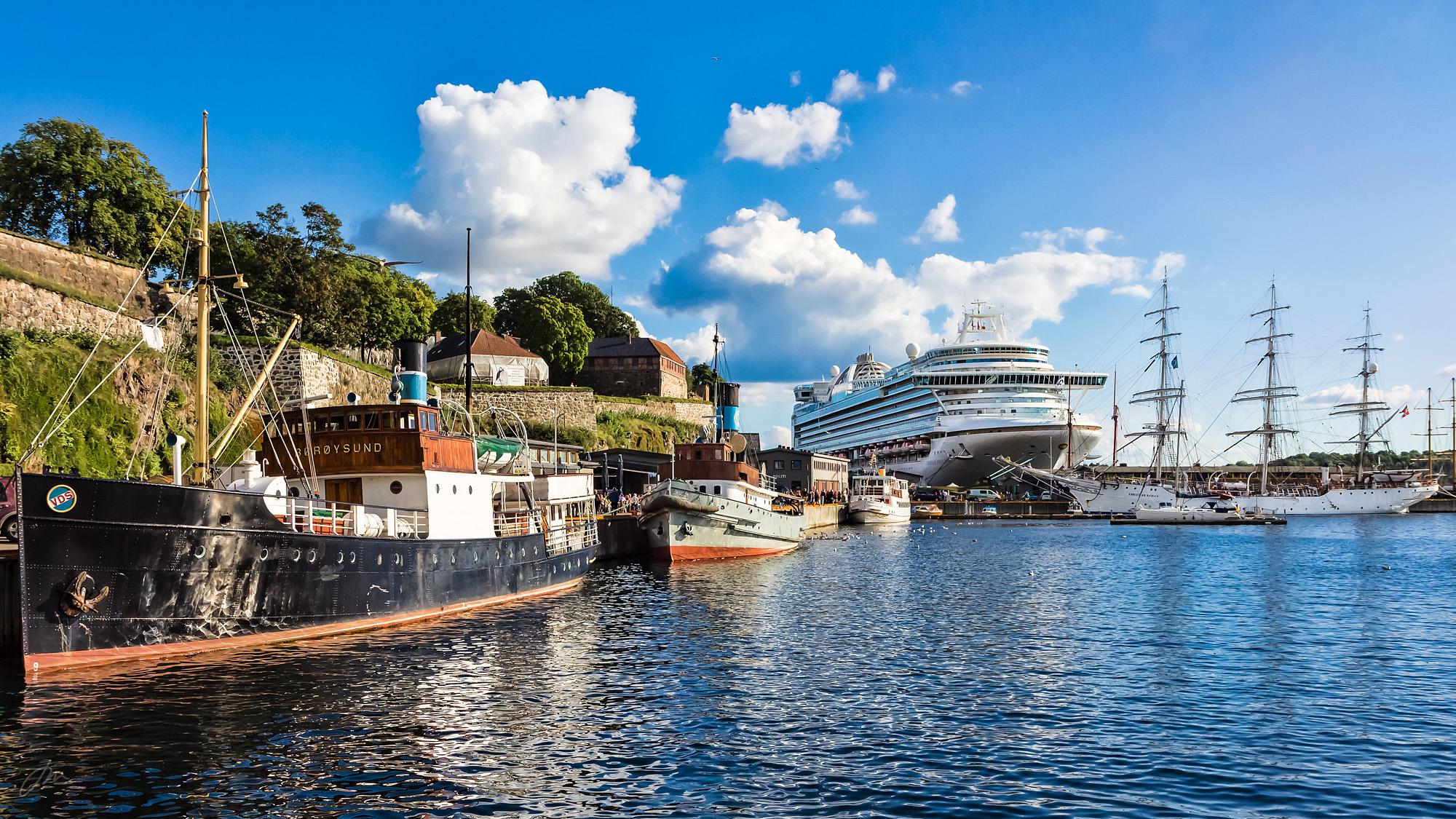 Vakre skip ved Akershusstranda – og et monster