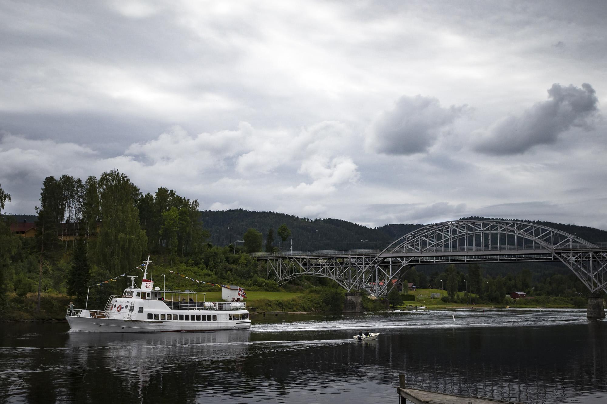 M/S Telemarken ved jernbanebrua i Lunde