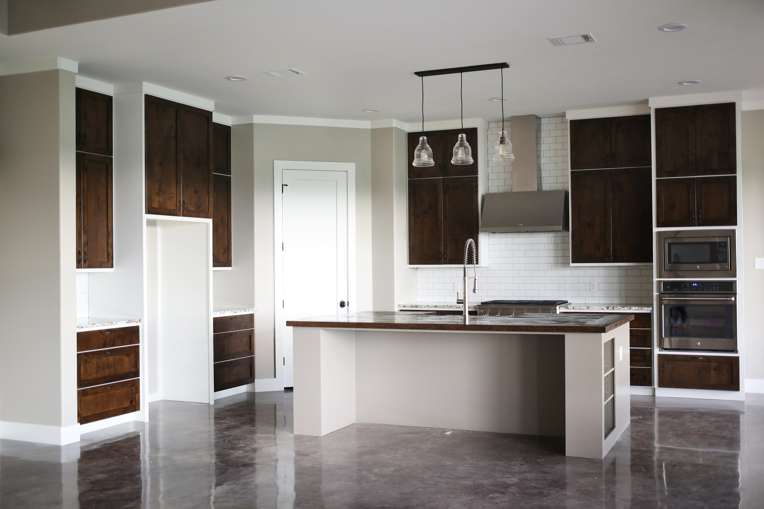 Two-toned cabinetry