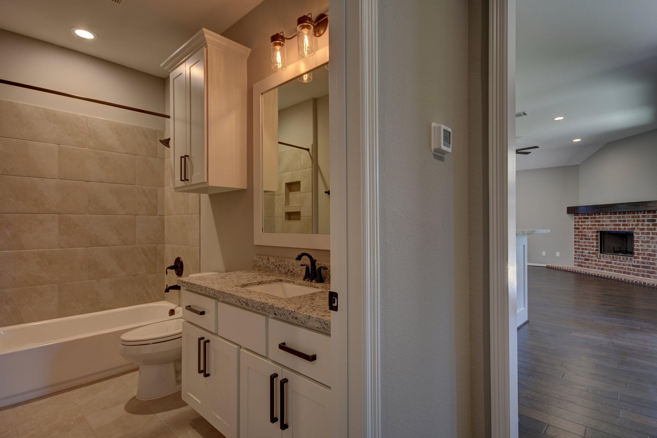 Bathroom 1 and Living.jpg