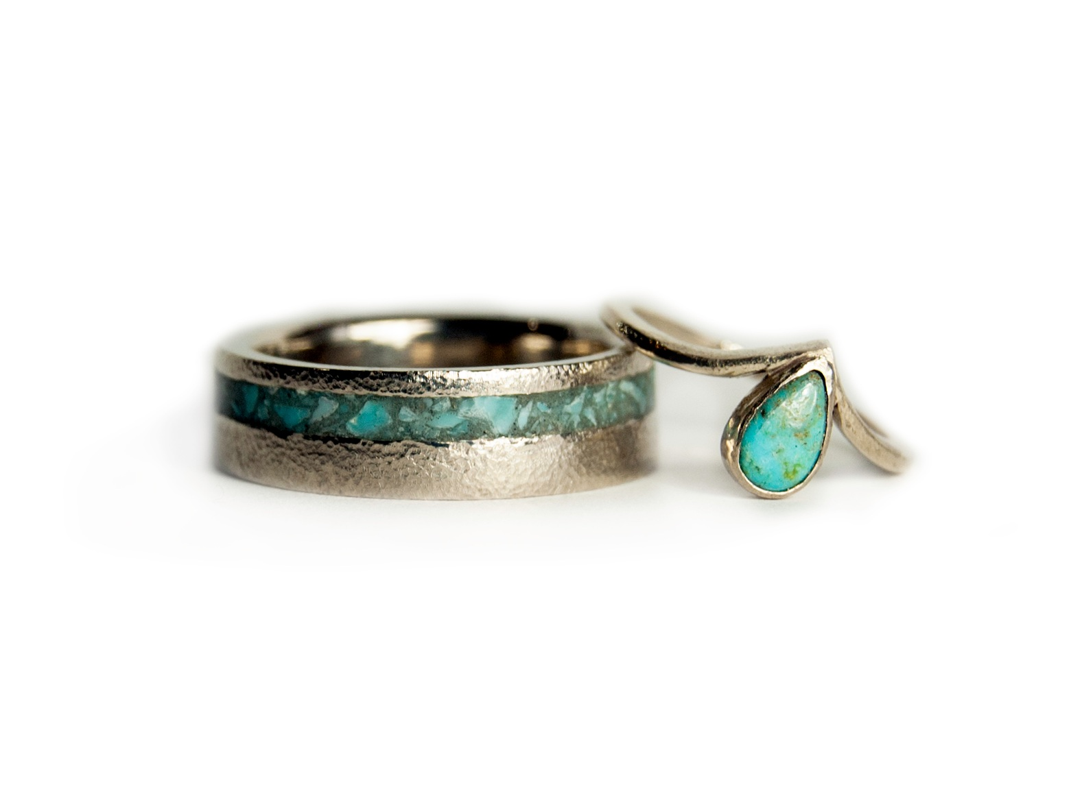 Alternative gemstones- Sarah and Cameron decided to infuse their love of the Southwest & turquoise into their white gold wedding bands.