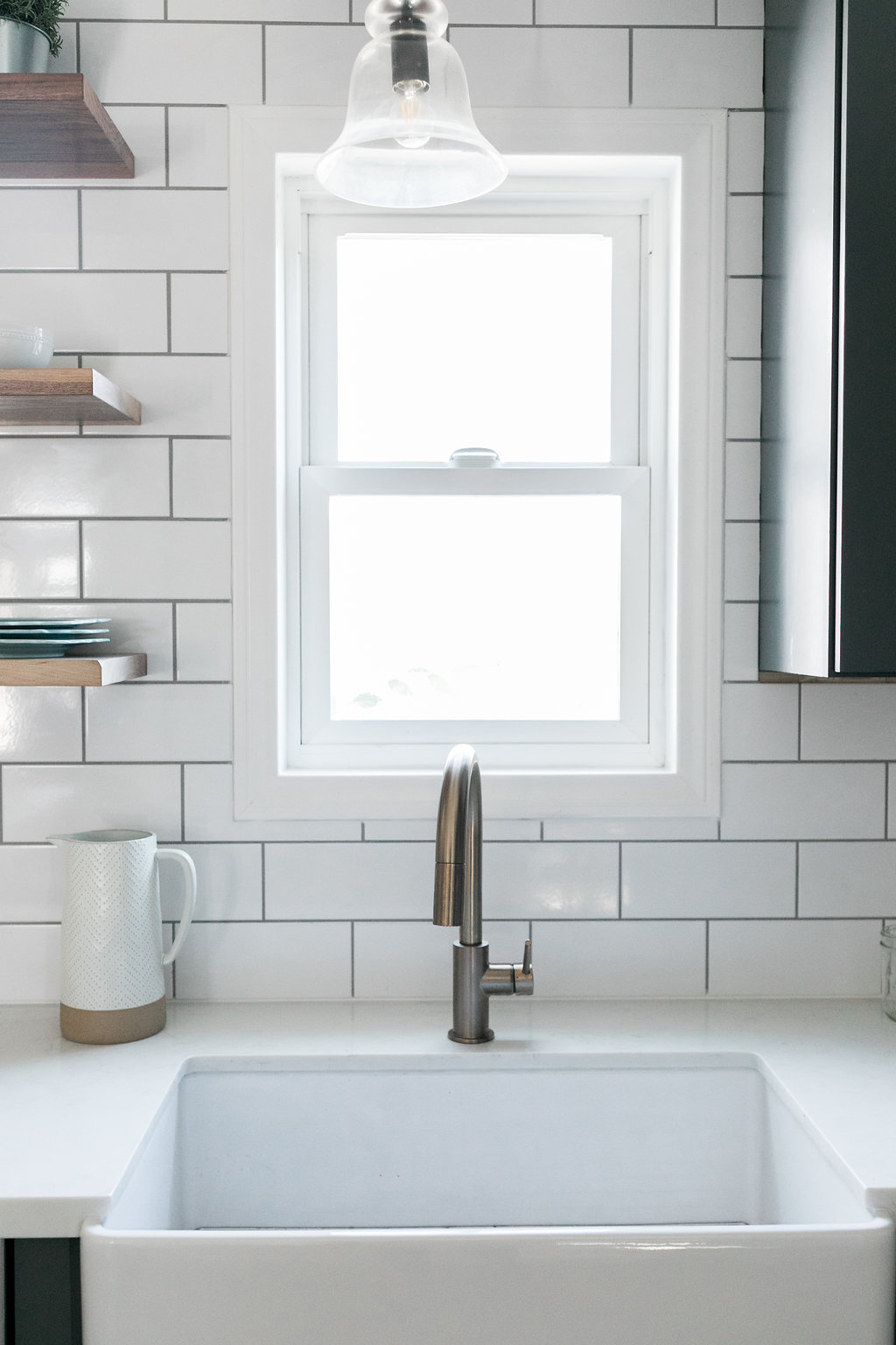 farm house sink brass faucet