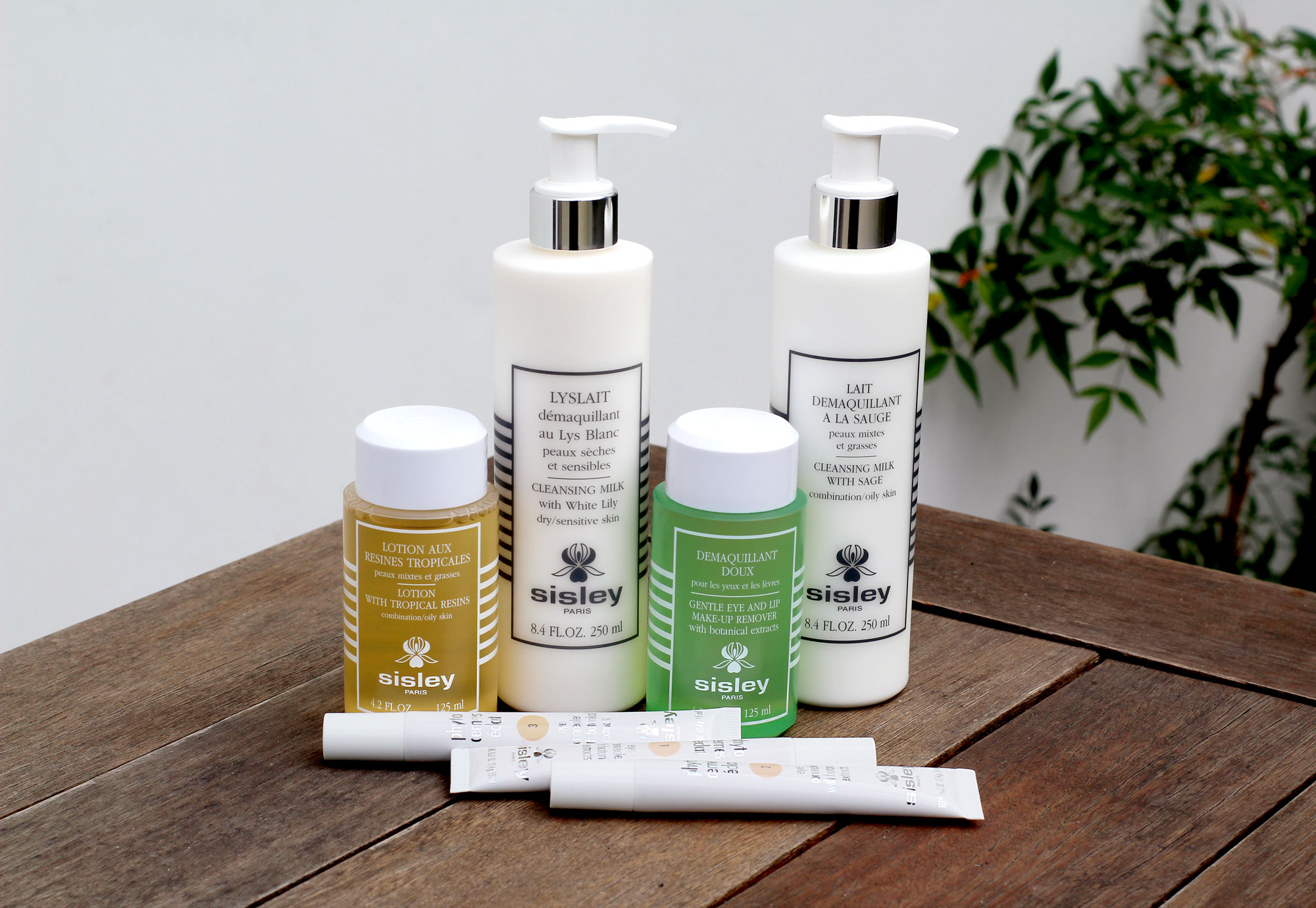 KIT SISLEY - 1- Lotion With Tropical Resins: combination/oil skin;2- Lyslait - Cleansing Milk With White Lily: dry/sensitive skin;3- Gentle Eye and Lip Make-upRremover With Botanical extracts;4- Lait - Cleansing Milk With Sage: combination/oil skin;5- Eye Concealer With Botanical Extracts: Cor 1;6- Eye Concealer With Botanical Extracts: Cor 2;7- Eye Concealer With Botanical Extracts: Cor 3.