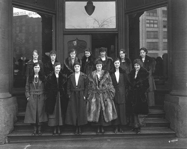 1915 Female employees, Fairbanks, Morse and Company Lowertown.jpg