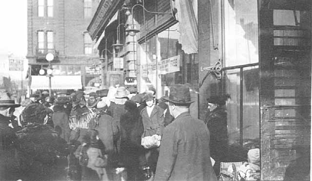 1921 Giving away onions, Schoch Grocery Lowertown.jpg