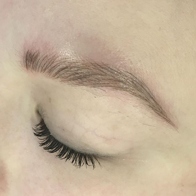 Can we all just take a moment to gasp at these beautiful, full, natural brows!  I had the pleasure of sculpting these brows for @govahova1, I can't express how grateful I am for her trust. And I can't wait for our perfecting session once school is out... SO EXCITED to see these brows healed. Nothing but #goodvibrations comin' at you from @easystreettattoo . . A special thanks to the one and only @chillypete for hosting me @easystreettattoo... seriously the BEST SHOP in Oshkosh... I can't wait to be back! . . #microblading #microbladedbrows #tattooedbrows #tattooedmakeup #pma #permanentmakeup #onpoint #onpointbrows #easybrows #easystreet #goodvibes #sweatproofbrows #nofuss #nomakeupmakeup #wakeupready #session1 #supportlocalbusiness #smallbusiness #shoplocal #oshkoshwi #uwo #semipermanent