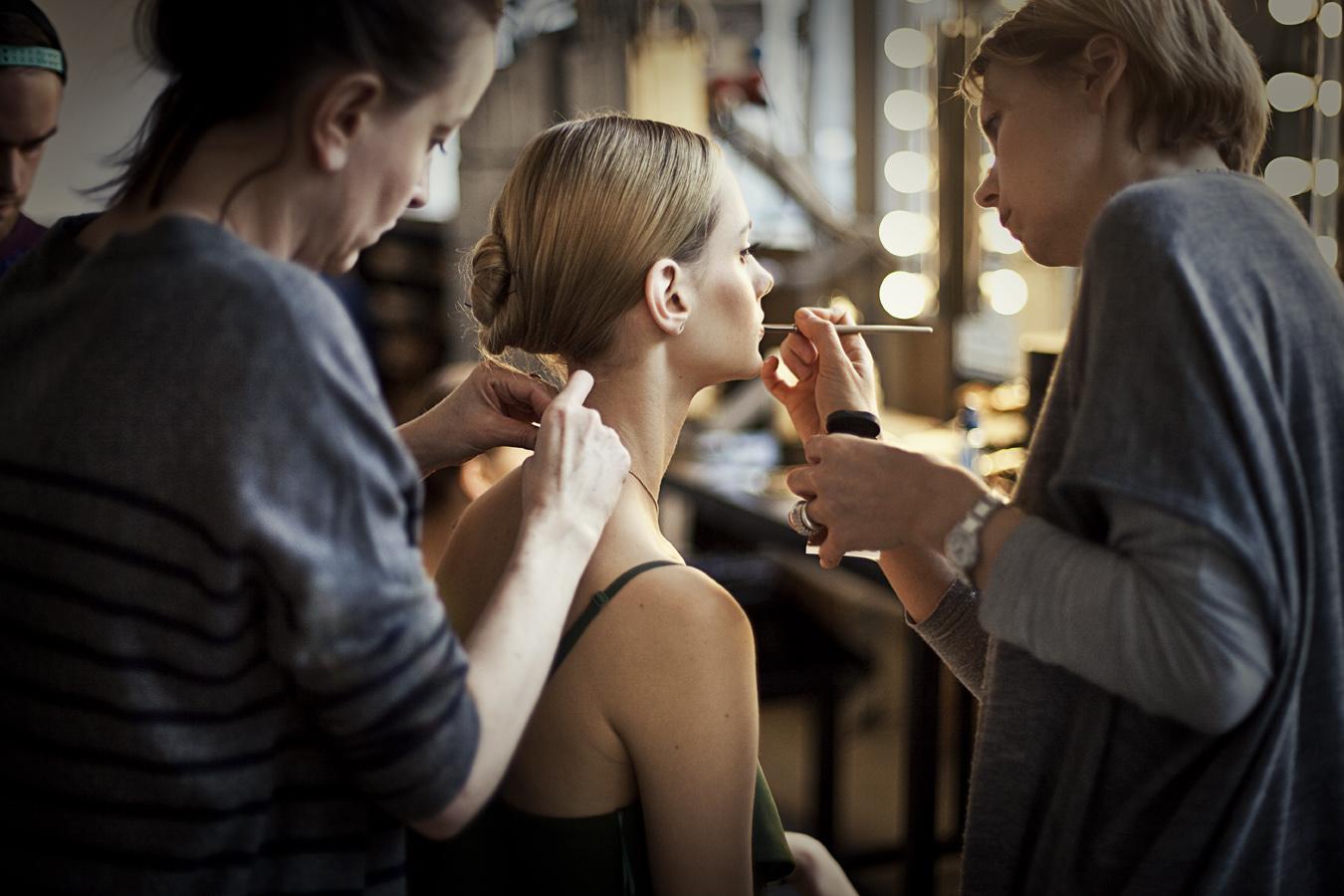 Ania Poniewierska, stylistka, Kasia Jastrzębska - modelka z Model PLus i Sylwia Rakowska, makijażystka/VAN DORSEN TALENTS  fot. Agnieszka Taukert/Backbone dla Do You Know Fashion