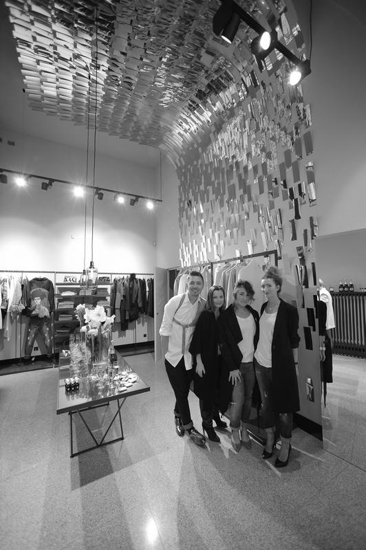 Zespół Łukasza Jemioła (od lewej): projektant, Justyna Kawa, Magda Wójcik, Karolina Półchłopek/fot. Tomasz Raczek dla Łukasz Jemioł