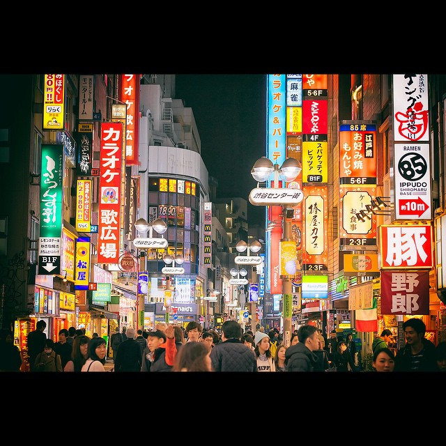 Harajuku nocą/Instagram: @tokyofashion