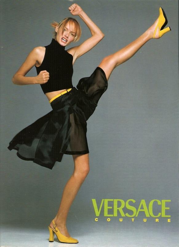 Amber Valletta w kampanii Versace wiosna 1996/fot. Richard Avedon