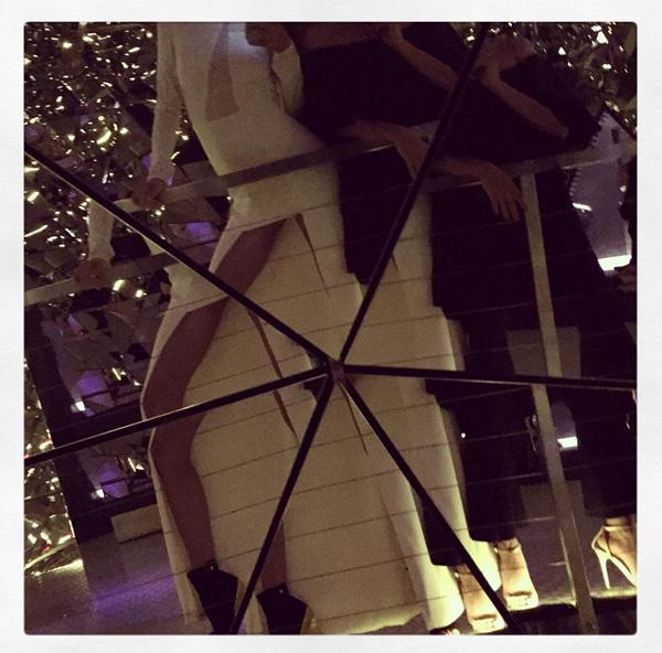 Miranda Kerr i kryształowe lustra w austriackiej siedzibie Swarovskiego/Instagram: @mirandakerr