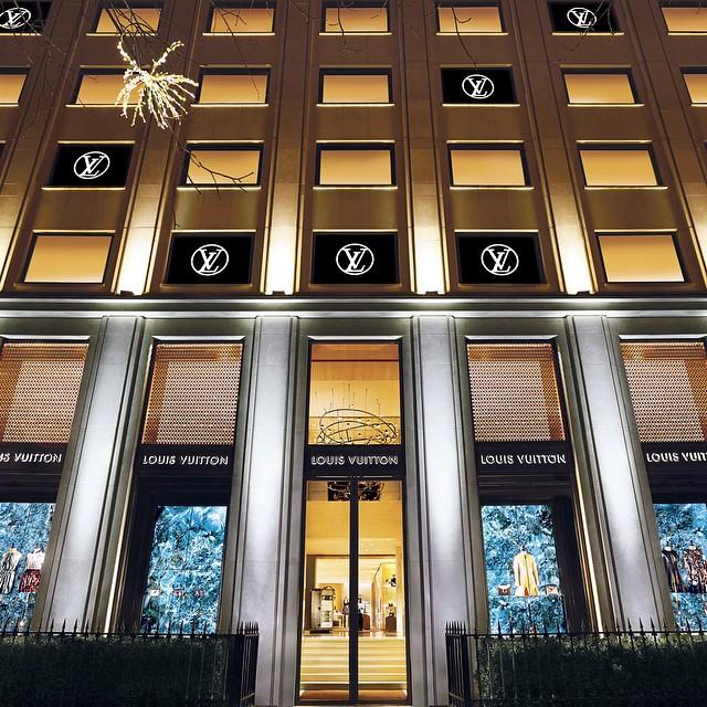 Butik Louis Vuitton na Montaigne avenue - Paryż/Instagram: @louisvuitton