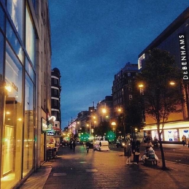 Oxford Street o zmroku/Instagram: @oxfordstreetw1