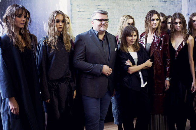 Ilona Majer i Rafał Michalak z MMC z modelkami po pokazie/fot. Agnieszka Taukert dla DYKF