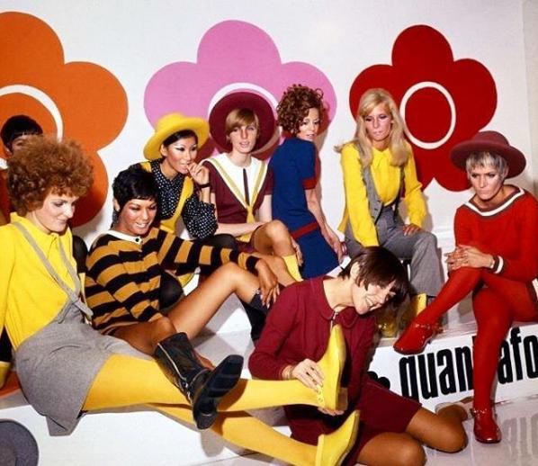Mary Quant podczas pokazu swojej kolekcji w 1967 roku/Instagram @60sgoodtimes