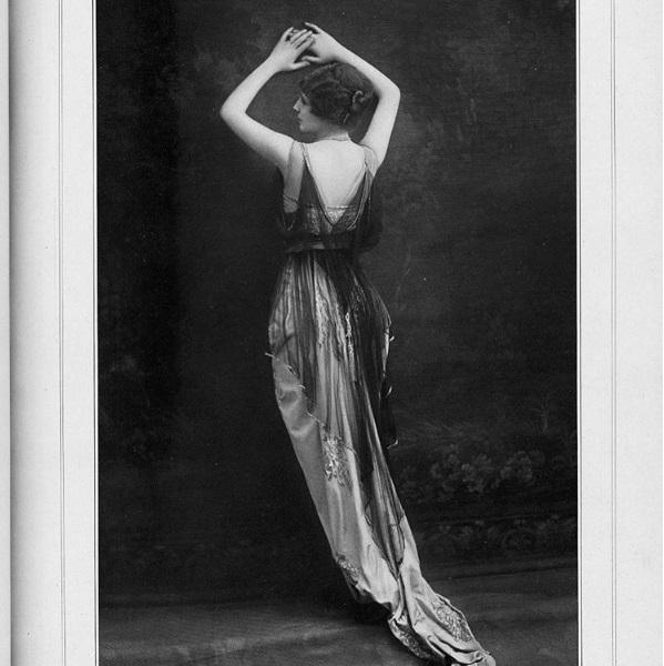 Modelka w sukni wieczorowej Drecolla, magazyn Les Modes kwiecień 1914/Instagram: @the_art_of_dress