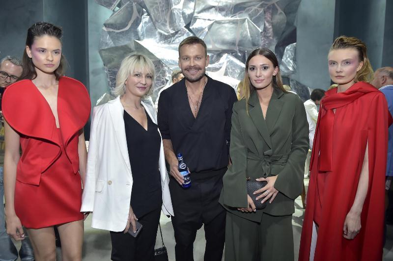 Anna Puślecka - red. nacz. Do You Know Fashion, Dawid Woliński i Jessica Ziółek oraz modelki/fot. AKPA