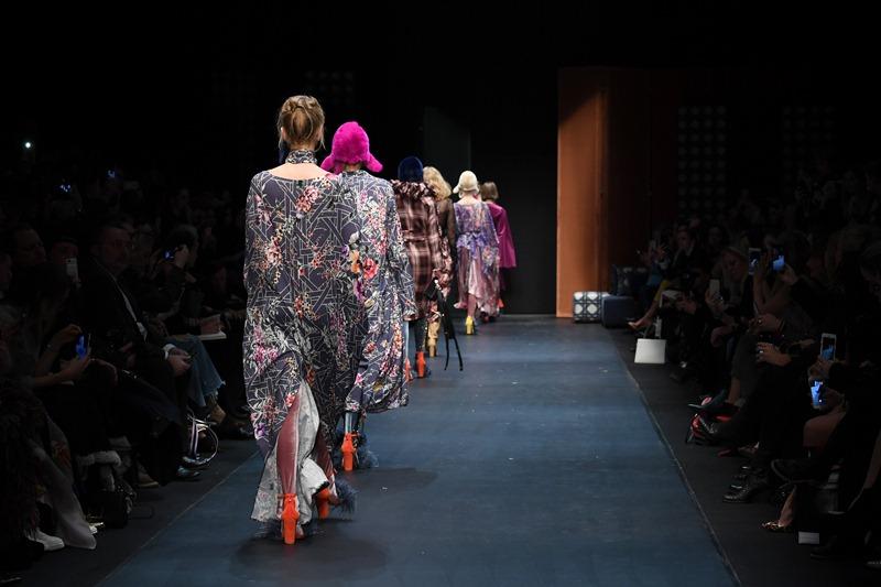 Finał pokazu Dawida Tomaszewskiego na Mercedes Benz Fashion Week Berlin/fot.John Phillips - Getty Images For MBFW
