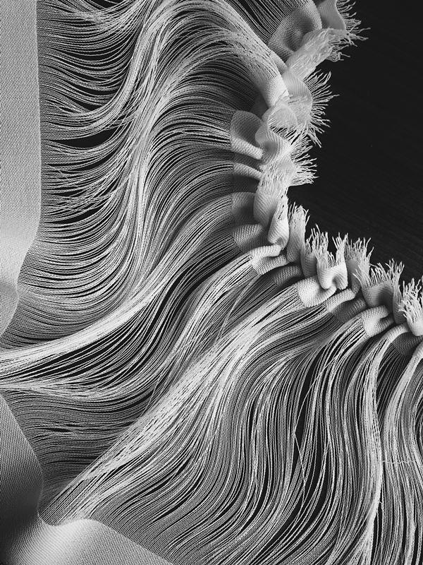 Struktury materiału, z których postawały ubrania/fot. Małgorzata Sobota
