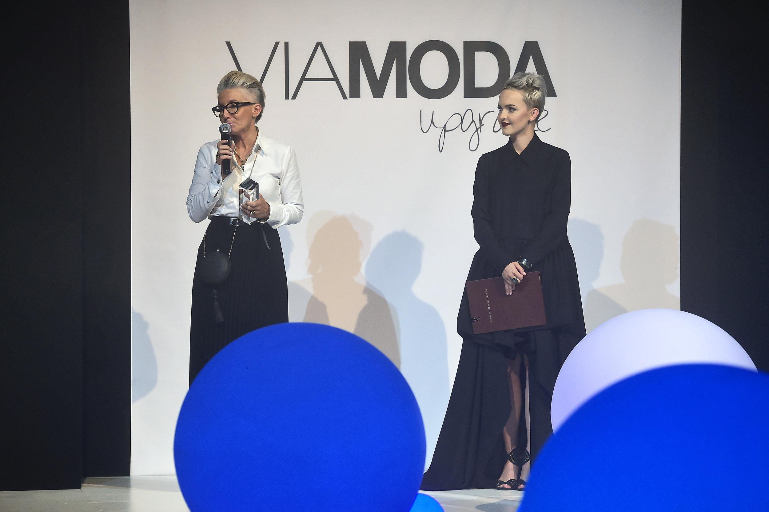 Od lewej: Prorektor dr. inż. Marzanna Lesiakowska - Jabłońska oraz prowadząca wieczór - Aneta Mazurek /fot. Jacek Kurnikowski - AKPA
