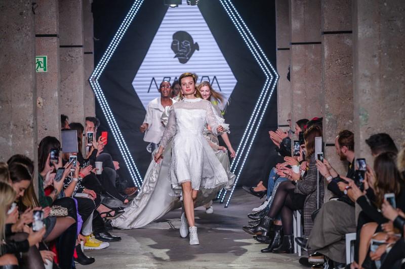 Finał pokazu Tomasza Armady/fot. Filip Okopny - Fashion Images