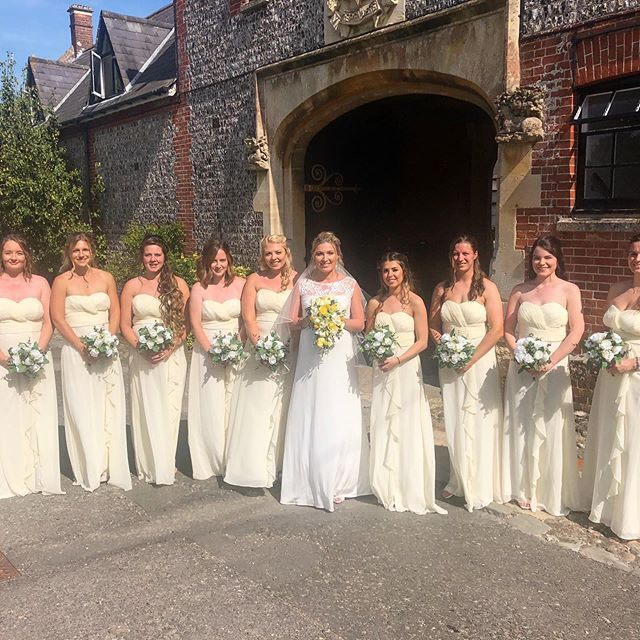 Sian made a beautiful bride on Saturday, seen here with her bridesmaids outside the flint halls at Folkington. Congratulations Stuart and Sian.  #folkingtonmanor #weddingvenue #sussex #sussexweddings #blushingbride #flowers #weddings #weddingdress #summerwedding #bouquet