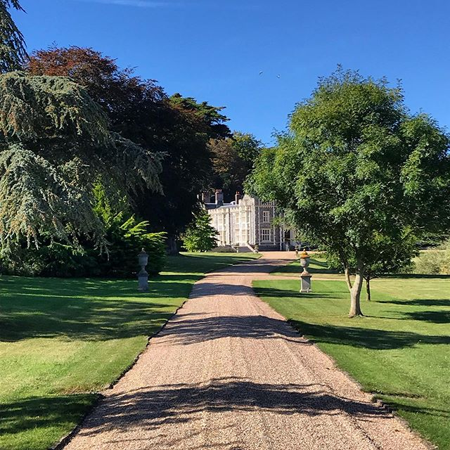 The sweeping driveway up to Folkington Manor certainly takes your breath away, especially on a gorgeous sunny day like today!  #folkingtonmanor #weddingvenue #sussex #eastbourne #mywedding #wedding reception #exclusivevenue #exclusive #luxury #bespokeweddings #countrywedding #manorhouse