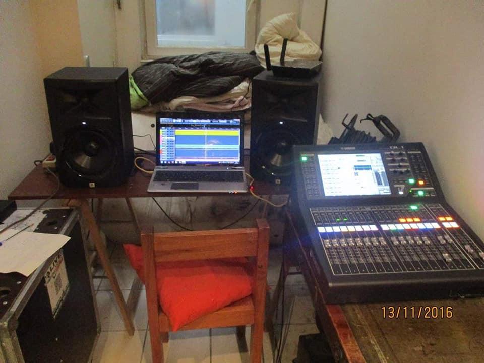 vivivi-recording-11.jpg