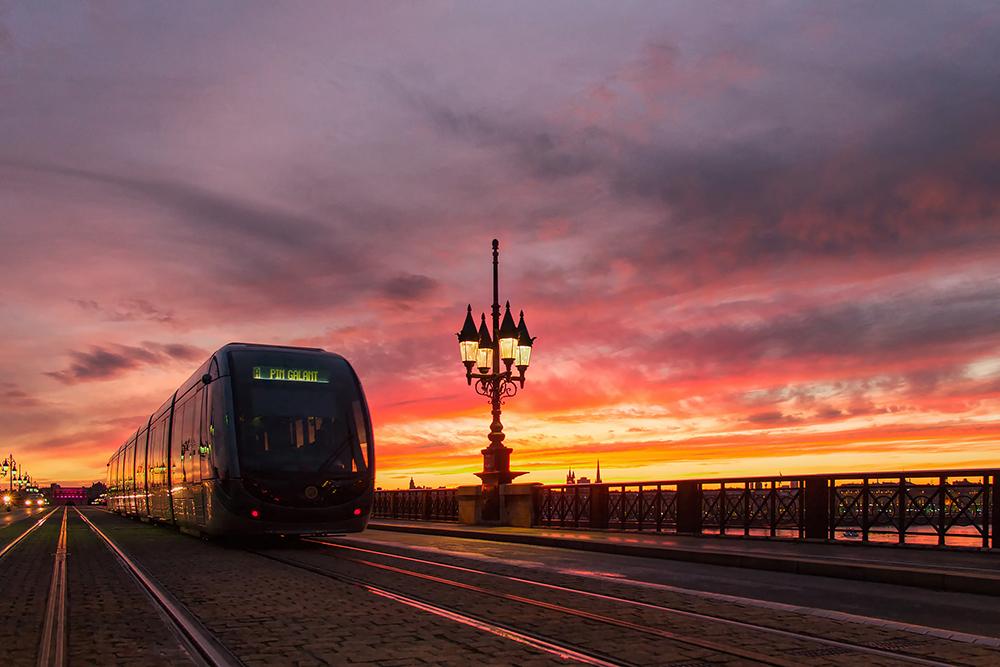 Le tramway de bordeaux sur le pont de Pierre