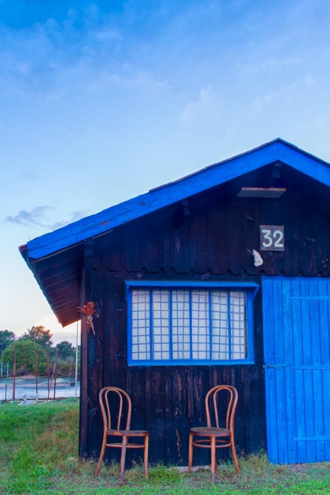 Une cabane bleue sur le port de la Hume, Gujan mestras