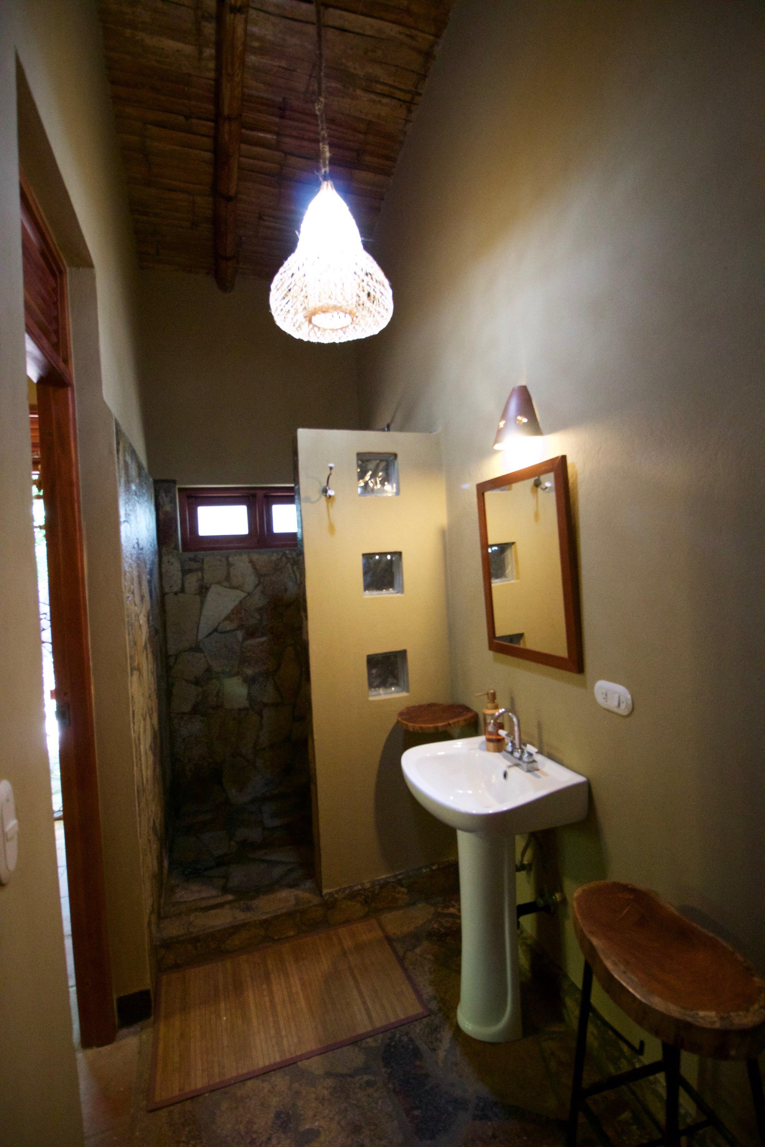 left_corner_side_room_bathroom.jpg
