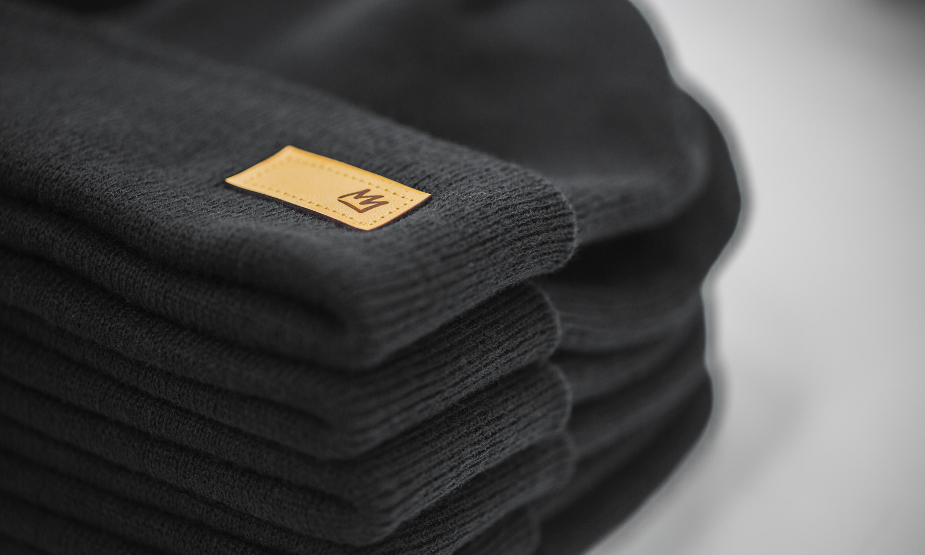 i08 Staple Beanie Black Mammoth Leather Patch Web.jpg