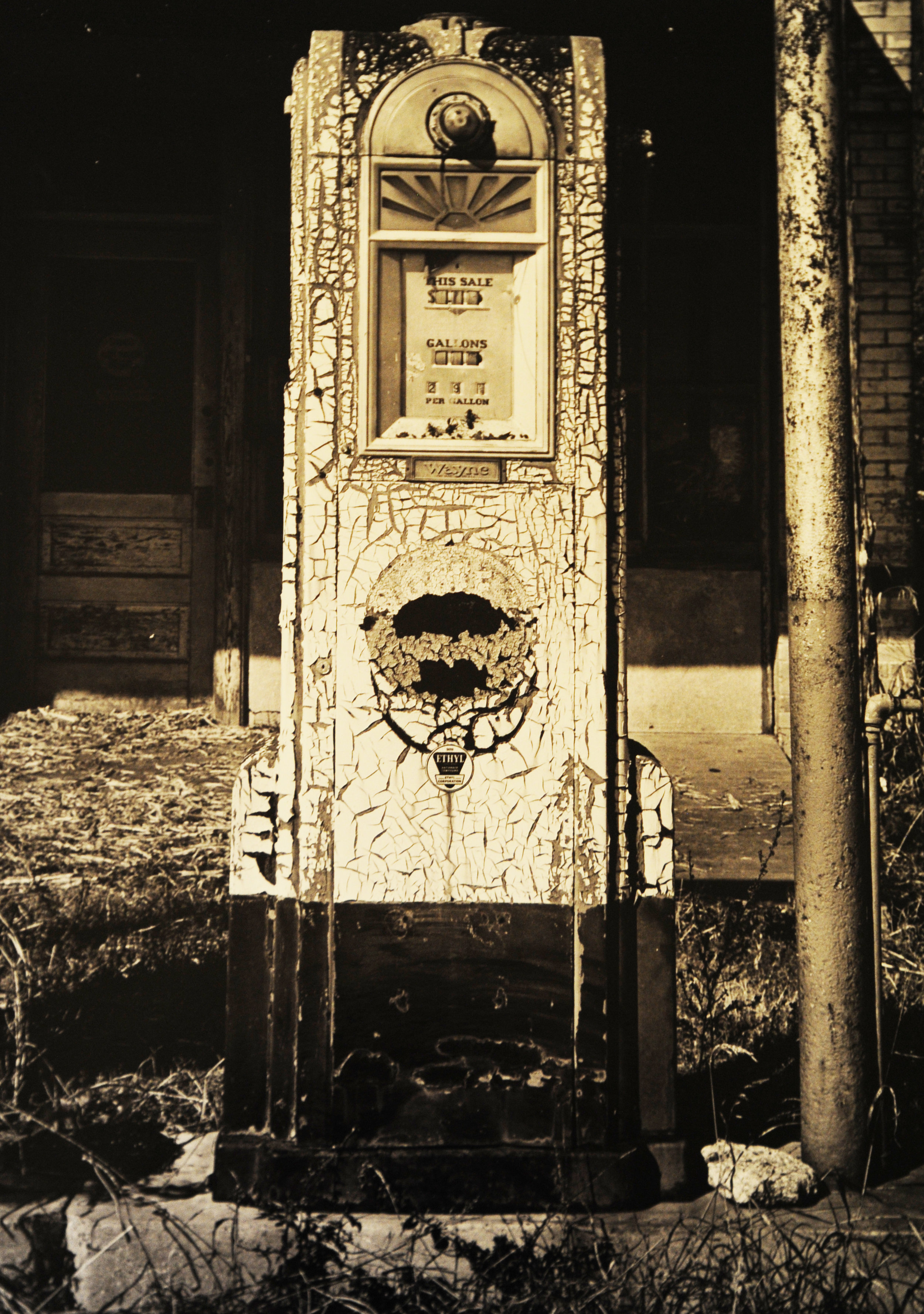 Gas Pump, Rockne, TX.jpg