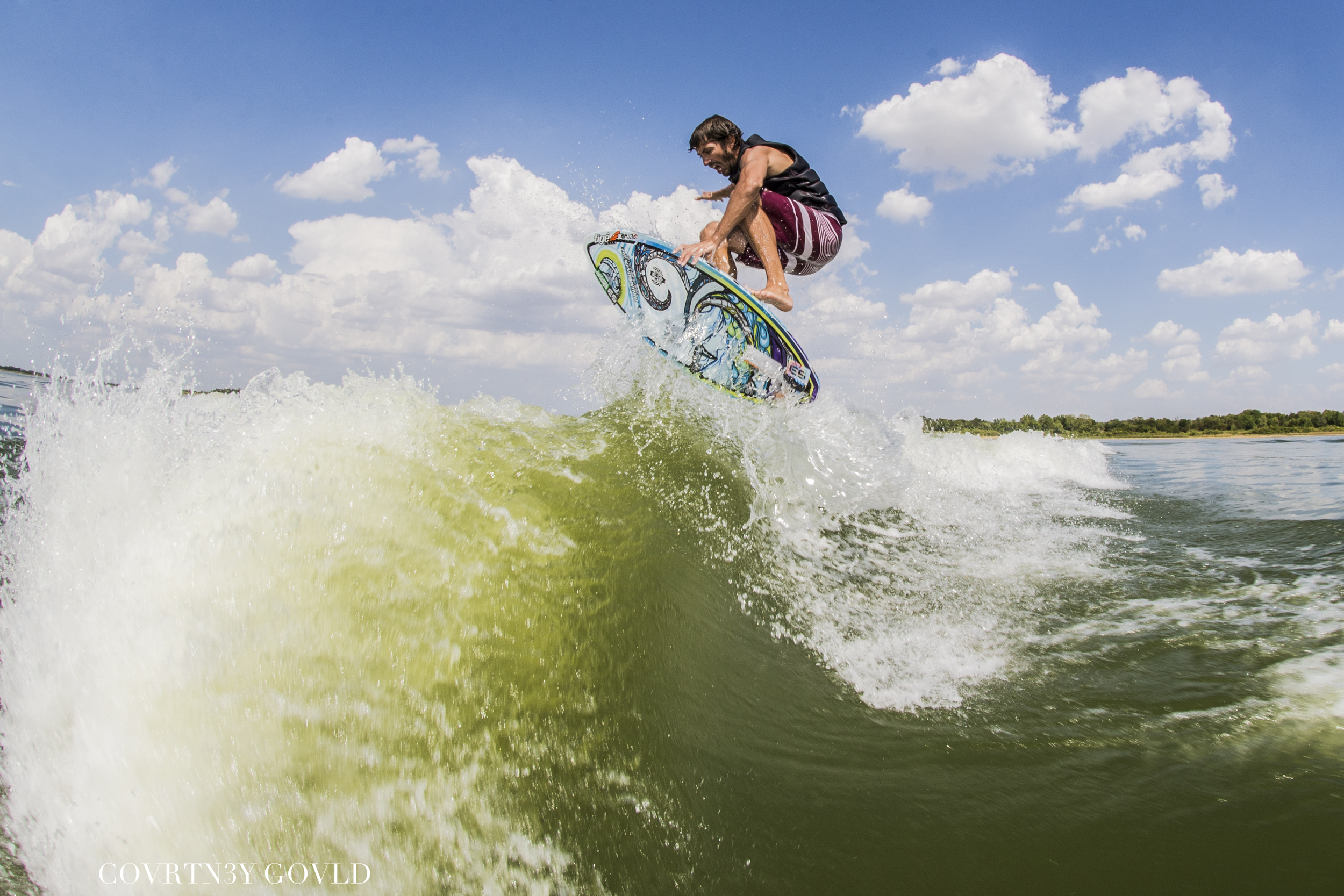 Shuv It w/ Indie Grab - Photo by: CG Photography