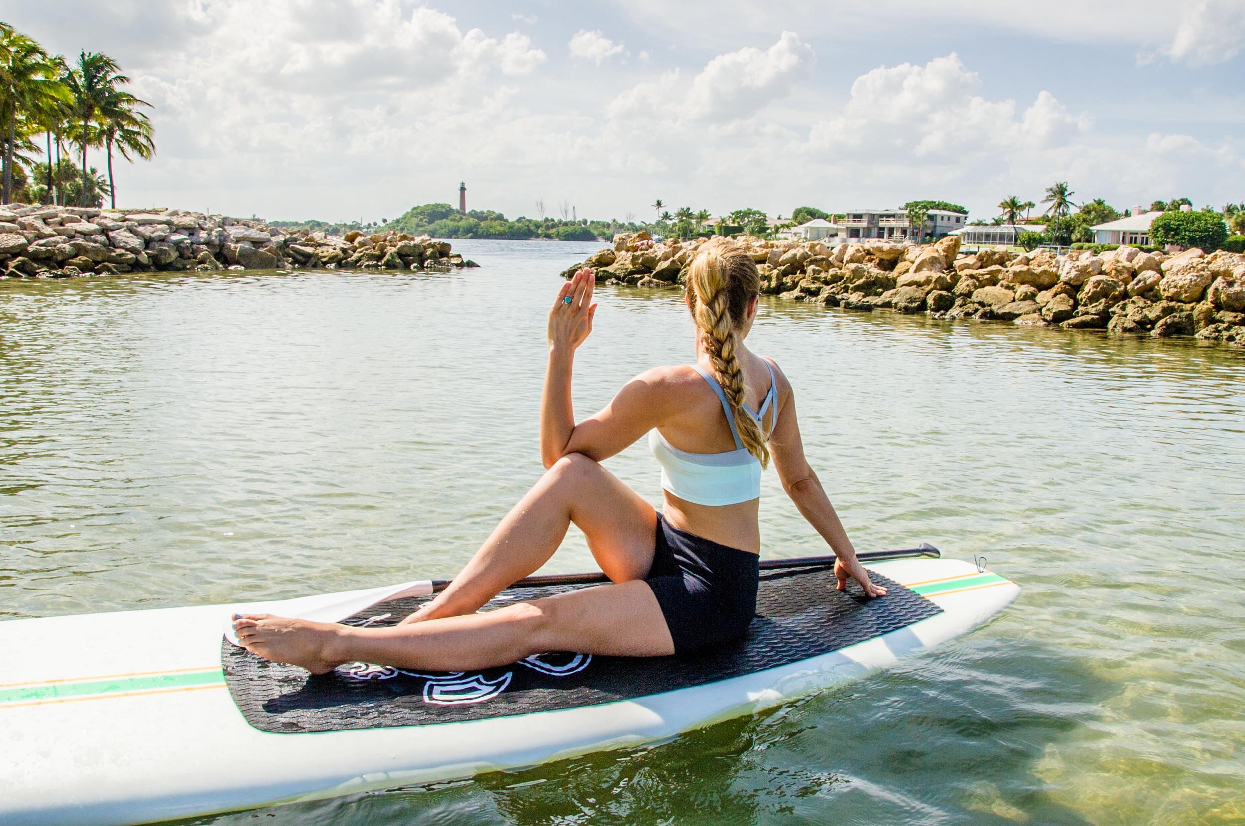 SUP Yoga- Seated Twist