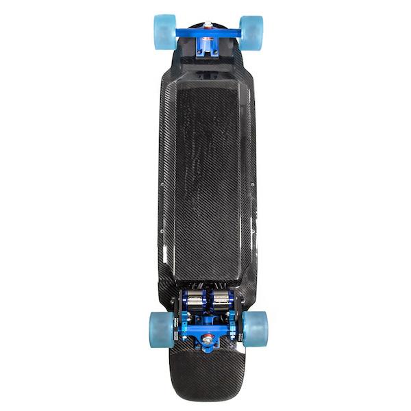 carbon_fiber_electric_skateboard_dual_motor_1.jpg