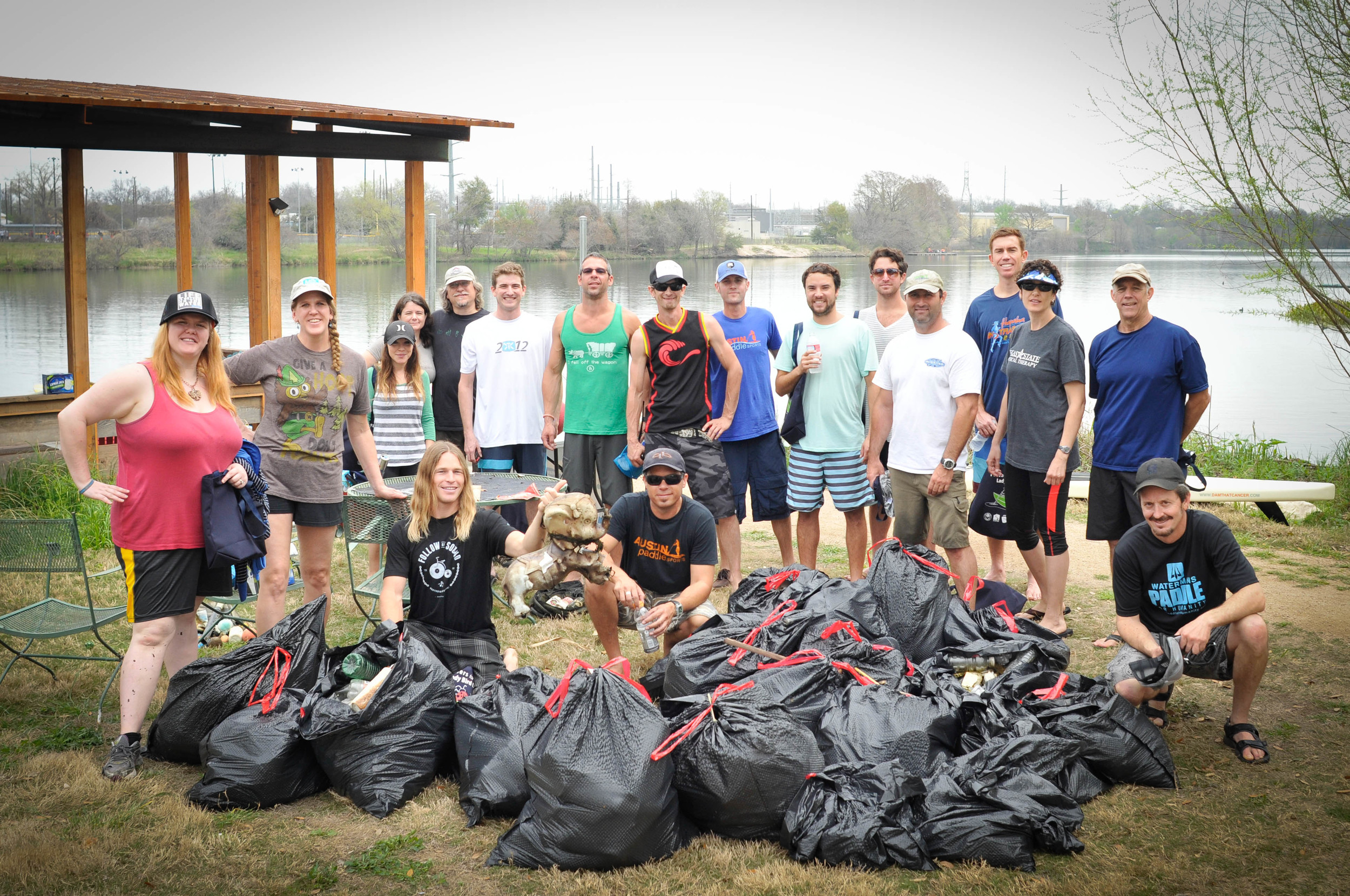 Austin Trash Cleanup on Ladybird Lake with  Austin Paddlesports  and the  Honokea Surf Park's crew. Photo: Tyler Marshall