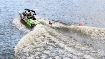 Listed boat wakesurfing - Leaning to the Starboard side.