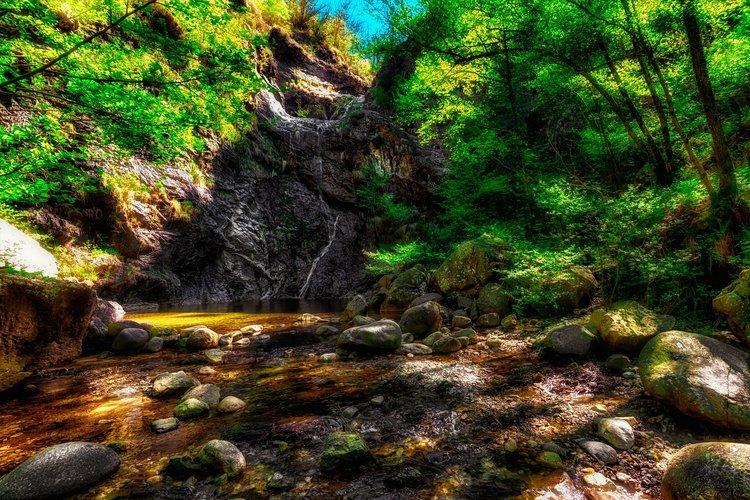 Cascada en Pescone, Piemonte, Italia