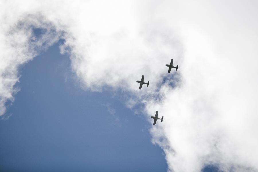 Feliz Día de la Independencia Colombia. Think these are Embrear Tucanos, flying over Bogota.