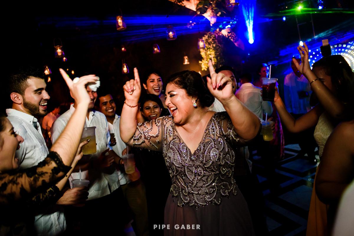 17_09_16_WEDDING_LILY_MORAN_CARLOS_APT_3374_web.jpg