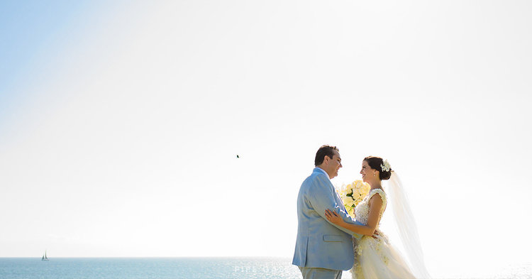 Cielo azul boda de chifón Liga con arco y corazón