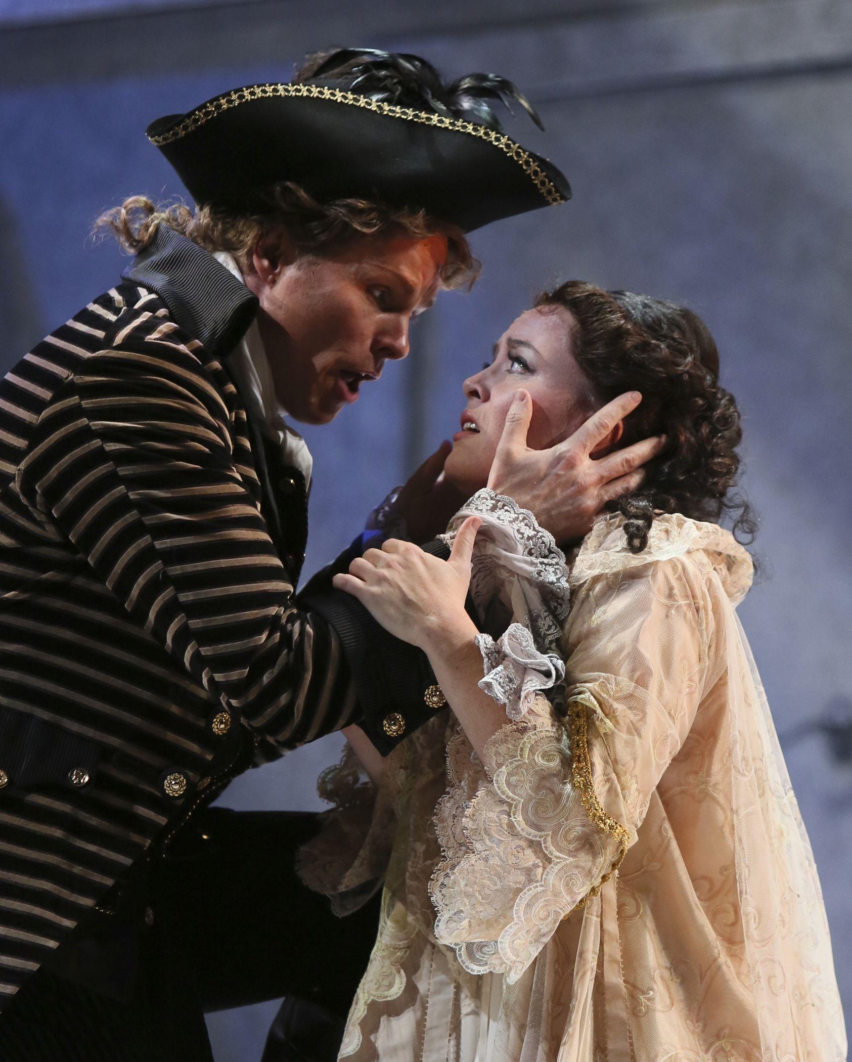 Colin Ainsworth as Don Ottavio/ Katherine Whyte as Donna Anna