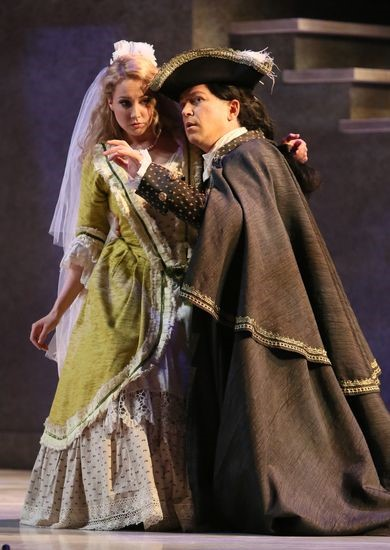 Daniel Okulitch as Don Giovanni and Rachel Fenlon as Zerlina