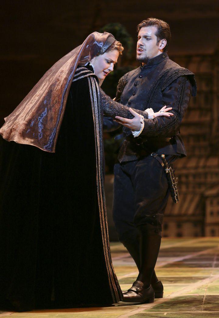 Joni Henson as Elisabeth and Andrea Carè as Don Carlo