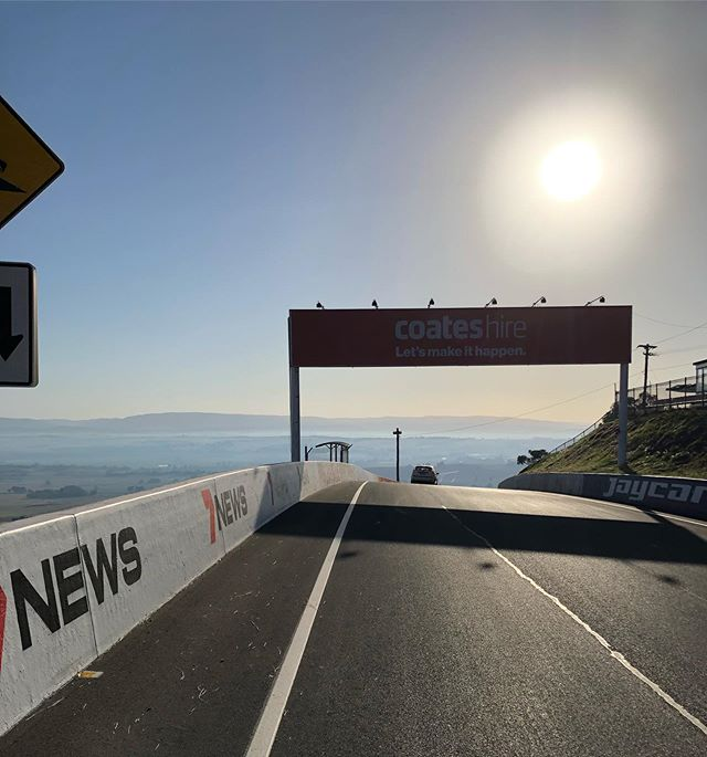 💥 Entry's for the 2020 @bathurstcyclingclassic are open💥 The all new course starting in the Bathurst CBD then heading up to the famous Mount Panorama with these views from the top!