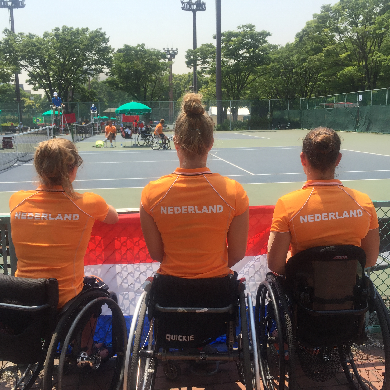 Supporting Aniek van Koot in her singles match against Charlotte Famin.