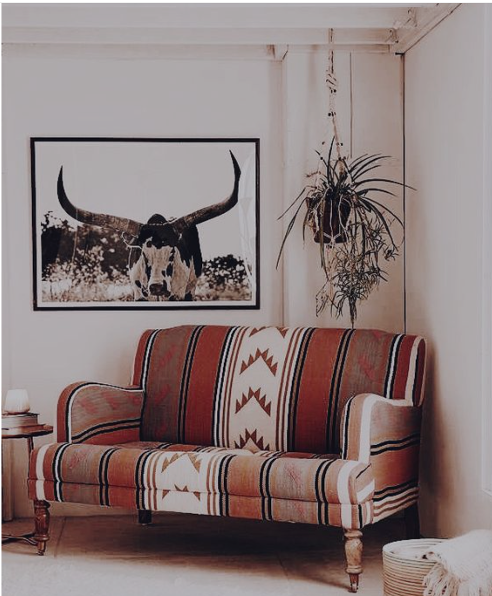 - Southwestern StyleThis style is usually very colorful, with Aztec types of materials throughout the room. Great art for this style is cattle, desert scenes, blue and orange colors, with subjects found in the desert Southwest