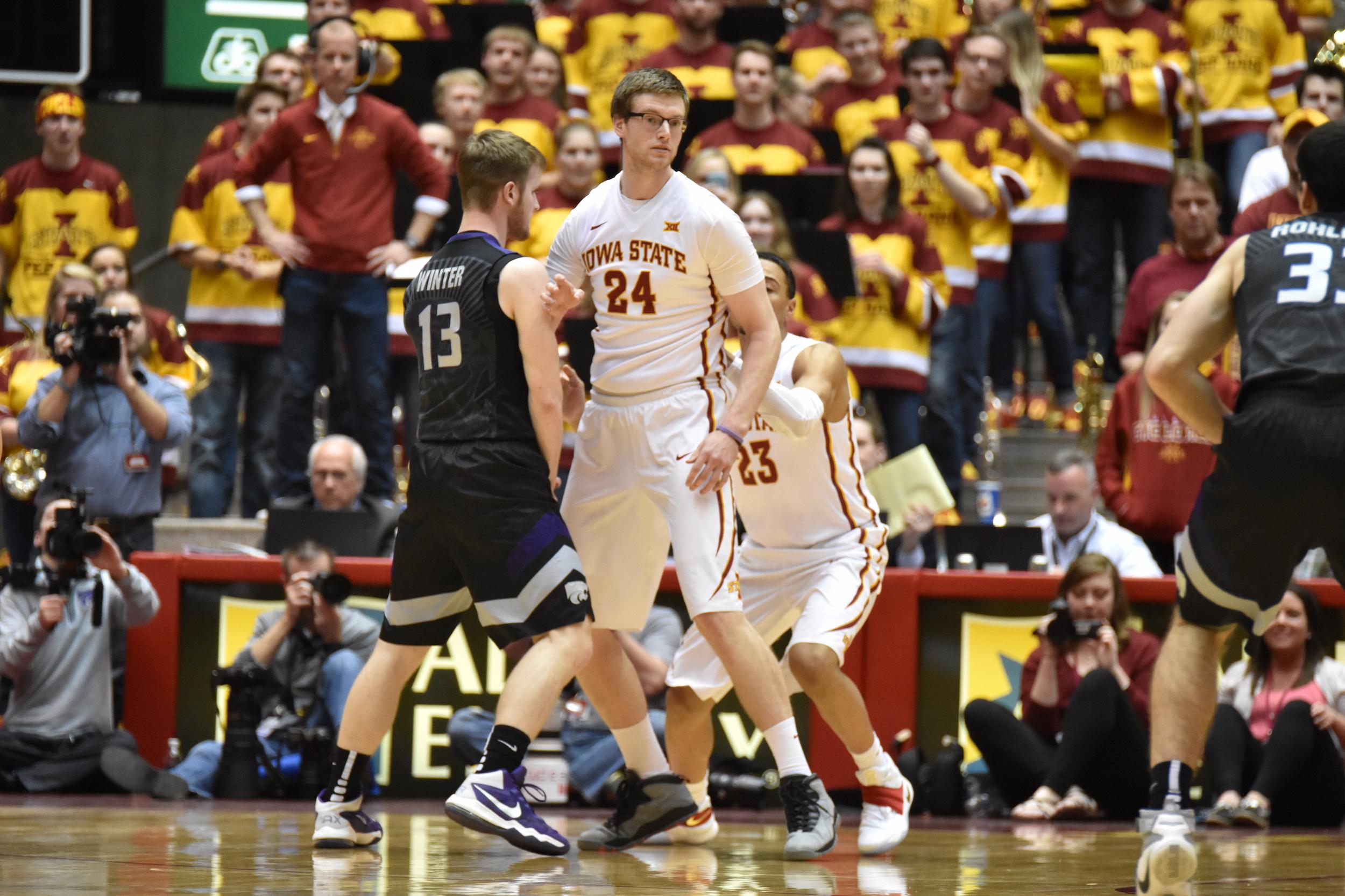 Stu Nezlek guards a Kansas State player in 2016. Photo by Lani Tons/Iowa State Daily